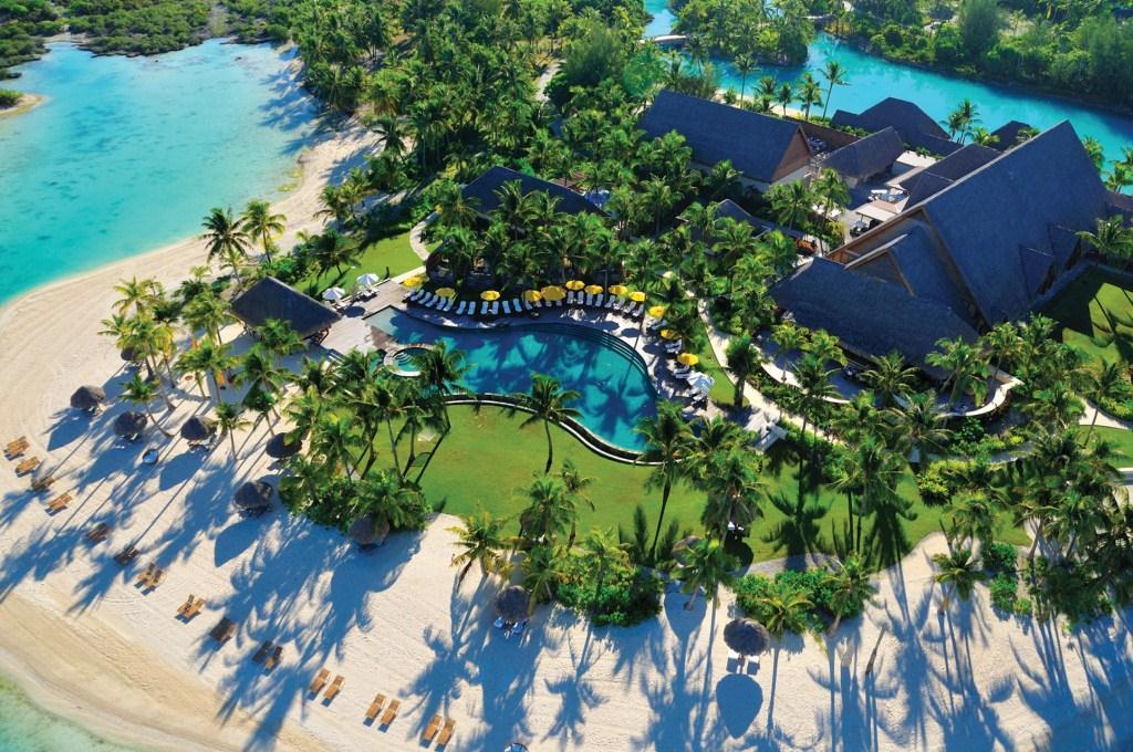 BOB-Four-Seasons-Swimming-pool-aerial-view.gallery_image.1