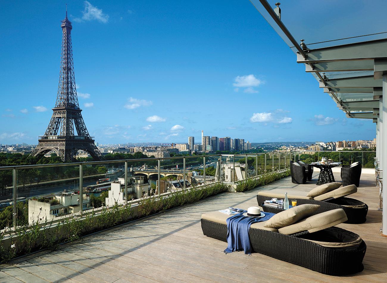 La-Suite-Shangri-La-terrace